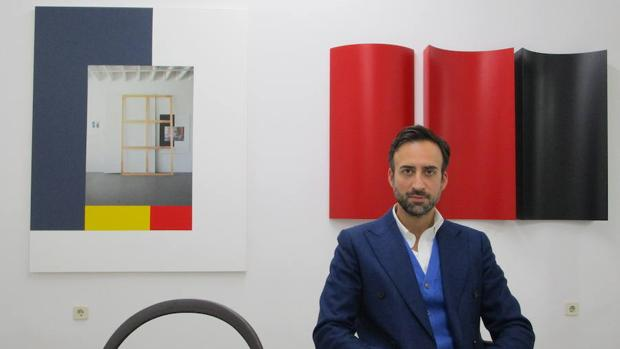 El galerista Guillermo Romero