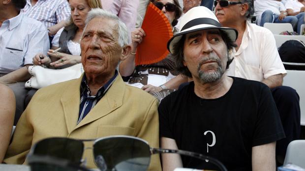 Joaquín Sabina, con Paco Camino, en la Monumental de Barcelona