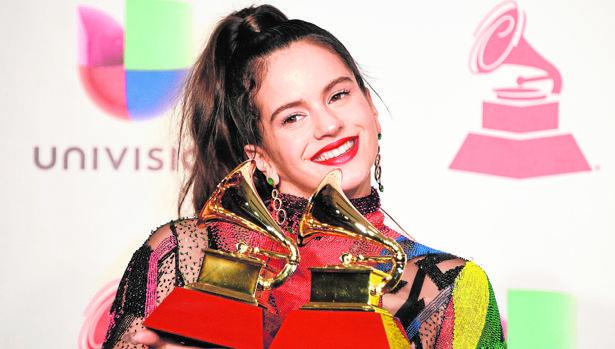 La artista catalana con sus dos Grammys