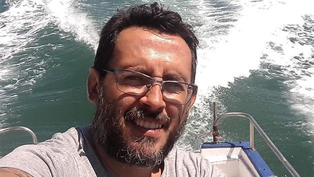 José Manuel Serrano presenta un libro sobre películas vinculadas con la mar.