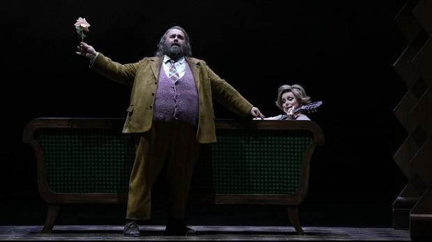 Roberto De Candia y Rebecca Evans, en «Falstaff»