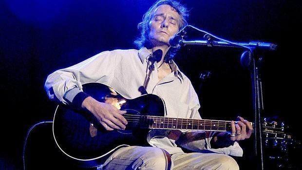 Antonio Vega, durante un concierto en 2004