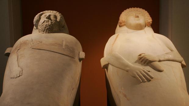 Los sarcófagos del museo de Cádiz.