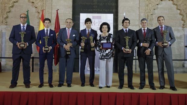 Foto de familia de los premios entregados este martes
