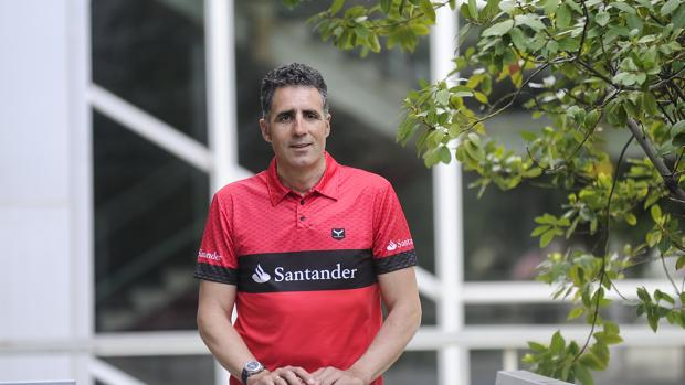 Miguel Induráin posa para ABC en un evento en Barcelona