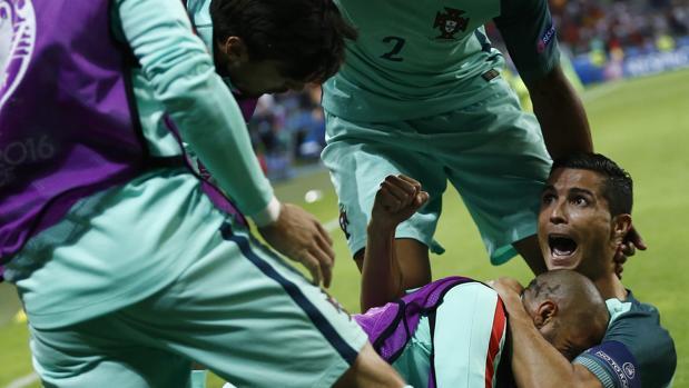 Cristiano celebra su gol ante Gales