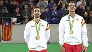El enfado de Nadal por una estelada en la entrega de medallas del dobles