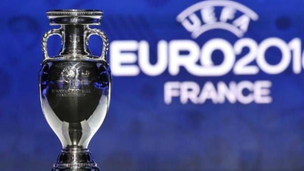 Imagen del trofeo de la Eurocopa entregado en Francia 2016