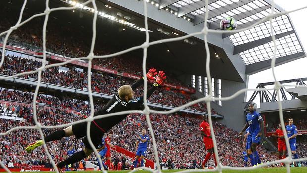 Liverpool consigue su segunda victoria liguera
