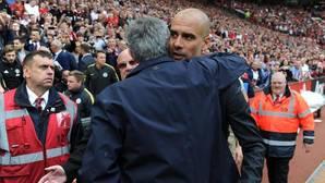 Afectuoso abrazo entre Mourinho y Guardiola
