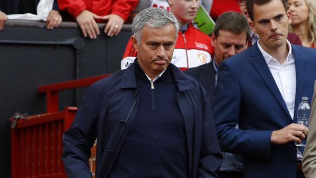 Premier League:  Mourinho: «Hasta el mejor árbitro comete errores»