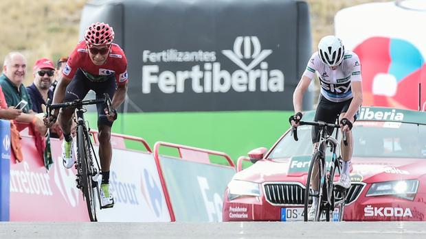 Quintana esprinta a Froome en los últimos metros en Aitana