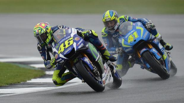 Rossi y Aleix Espargaro, en Silverstone
