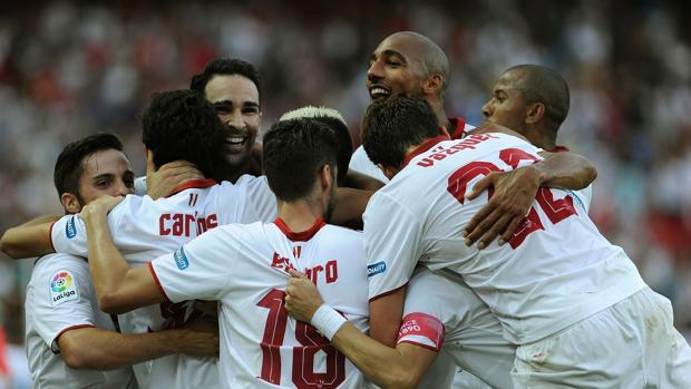 El Sevilla remonta a Las Palmas