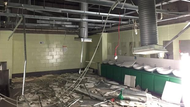 Destrozos en los aseos del Celtic Park provocados por los hinchas del Rangers