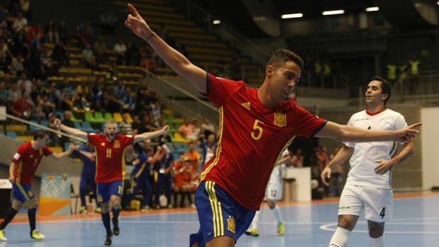 Aicardo celebra un gol ante Irán