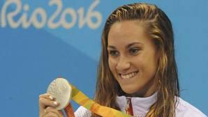 Plata y bronce en la piscina