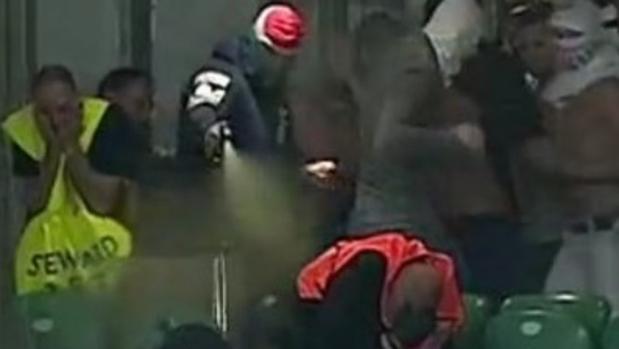 Ataque de los ultras del Legia de Varsovia