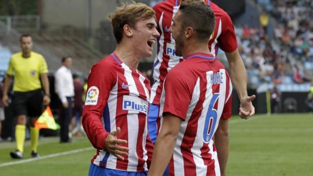 Griezmann y Koke celebran uno de los tantos marcados por el Atlético en el duelo ante el Celta