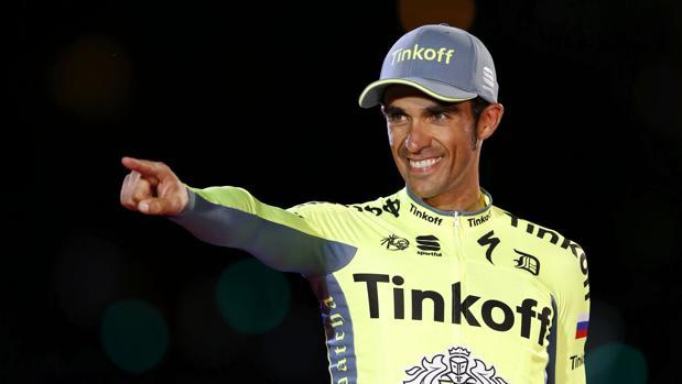 Contador ficha por el Trek