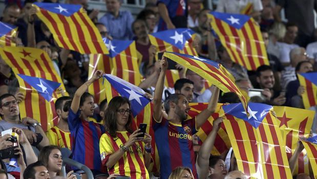 Esteladas en el Camp Nou en el partido ante el Celtic
