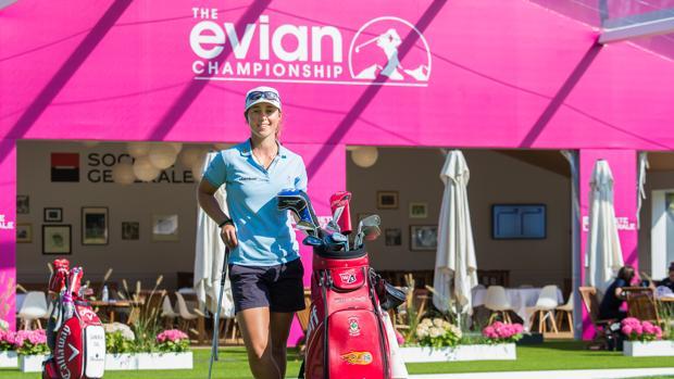 Nuria Iturrios, encantada de codearse con la elite mundial del golf femenino