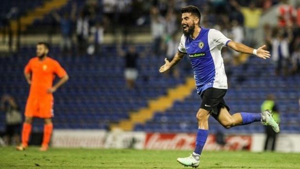 Gaspar, jugador del Hércules, celebra un gol en la última jornada del grupo III