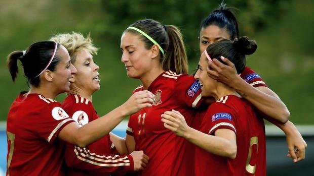 Las jugadoras de la selección celebran el primer tanto, obra de Vero Boquete