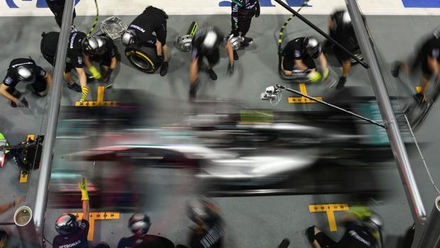 Fernando Alonso y Carlos Sainz arrancan en el top 10