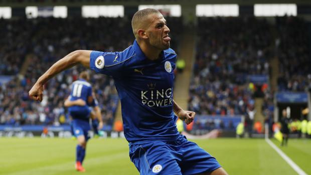 Leicester-Burnley:  Slimani lanza al Leicester