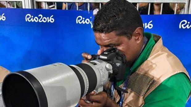 Paralímpicos Río 2016:  El fotógrafo que no necesita ver para capturar sus imágenes