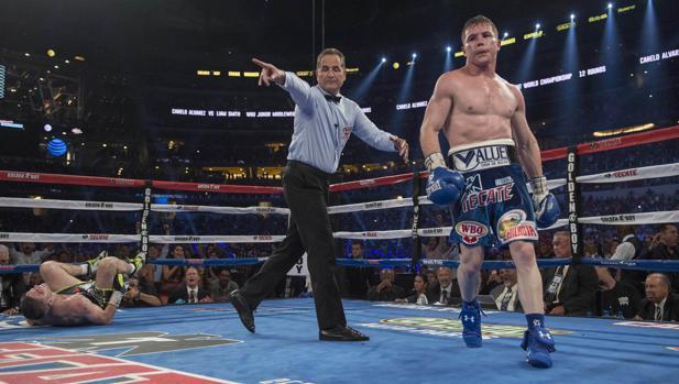 Boxeo:  Así fue el espectacular gancho de Canelo que dejó K.O. a Liam Smith