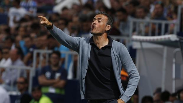 Luis Enrique dirige al Barcelona durante un encuentro