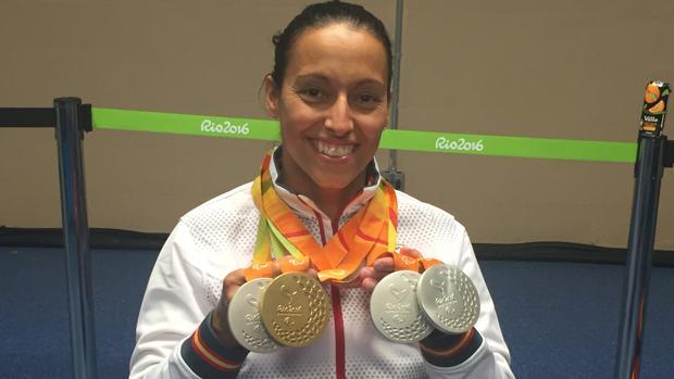 Teresa Perales posa con las cuatro medallas conseguidas en Río