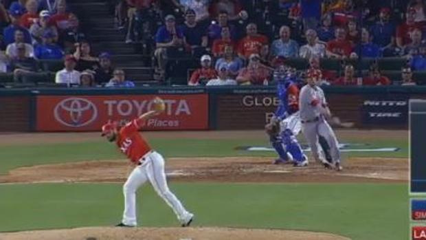 Béisbol:  Los increíbles reflejos felinos del lanzador Nick Martínez