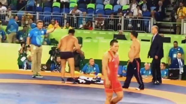 Sanción de tres años para los entrenadores que protestaron desnudándose
