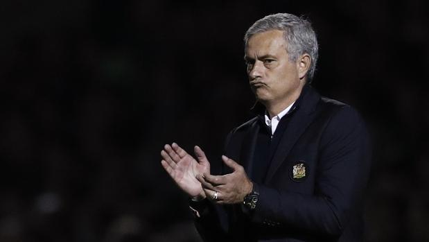 Mourinho, en el partido del United ante el Northampton Town