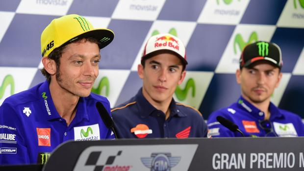 MotoGP:  Rossi y Lorenzo se enzarzan de nuevo en una rueda de prensa