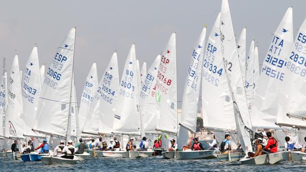El viento complica el arranque en el Mar Menor
