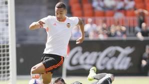 El Valencia consigue su primera victoria frente al Alavés