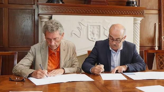 Mourinho (Celta) y Falqué (Coruxo) firman el acuerdo