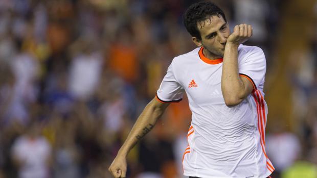 Dani Parejo celebra el tanto que dio la victoria al Valencia ante el Alavés