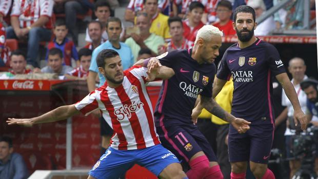 Sporting-Barcelona:  El Barça se viste de obrero para ganar