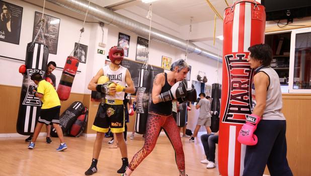 Dos boxeadores se entrenan en el gimnasio de Jero García en Madrid