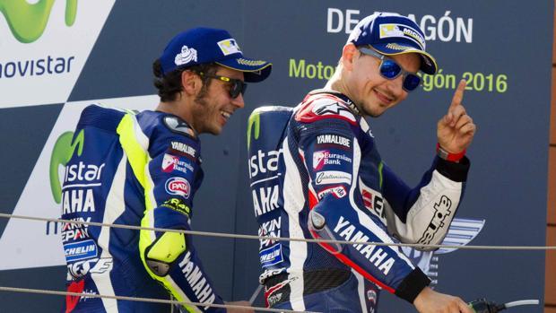 Valentino Rossi y Jorge Lorenzo, en el podio del Gran Premio de Aragón
