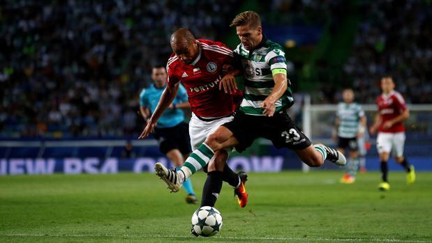 Dos goles en la primera parte dan la victoria al Sporting ante el Legia