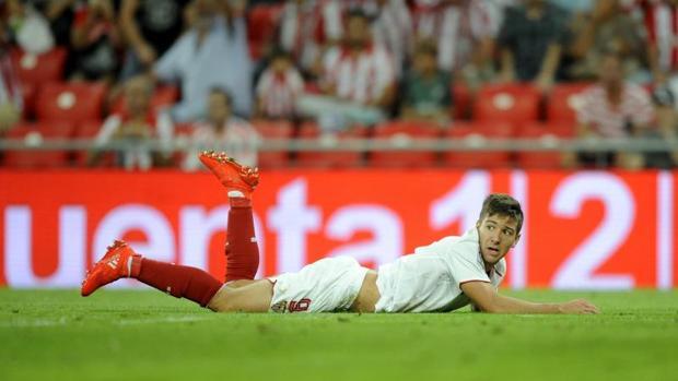 Vietto, jugador del Sevilla, en el suelo durante el Athletic-Sevilla del pasado sábado