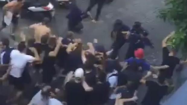 Enfrentamientos entre la Policía y los ultras del Lyon