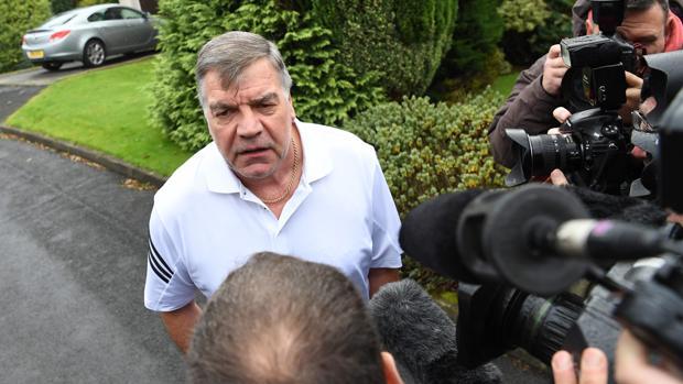 Sam Allardyce, a las puertas de su casa en Bolton
