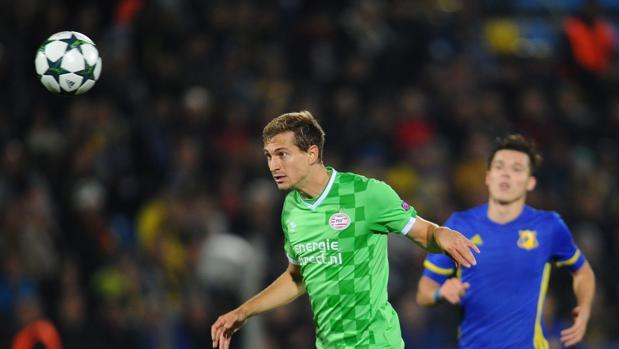El PSV deja escapar vivo al novato Rostov